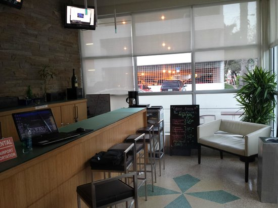 Found Places Clifton Hotel South Beach: Bar and breakfast area, chairs for 4 people.