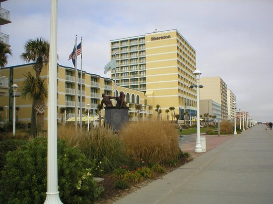 Sheraton Oceanfront Hotel: View from the boardwalk