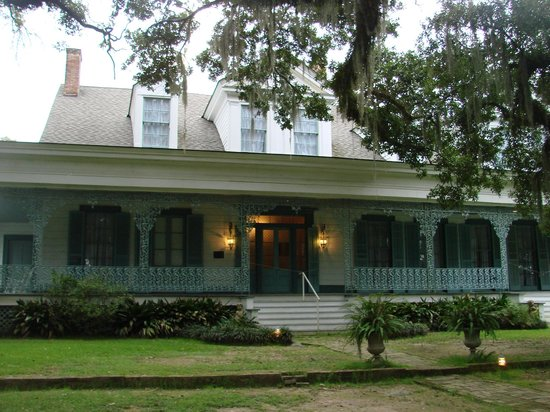 The Myrtles Plantation: view of house