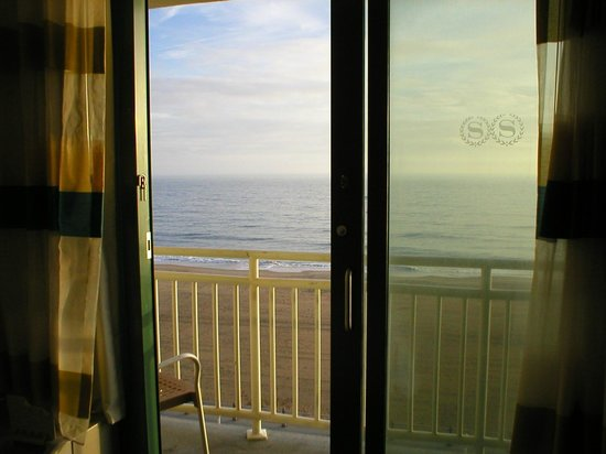 Sheraton Oceanfront Hotel: Morning view from the room