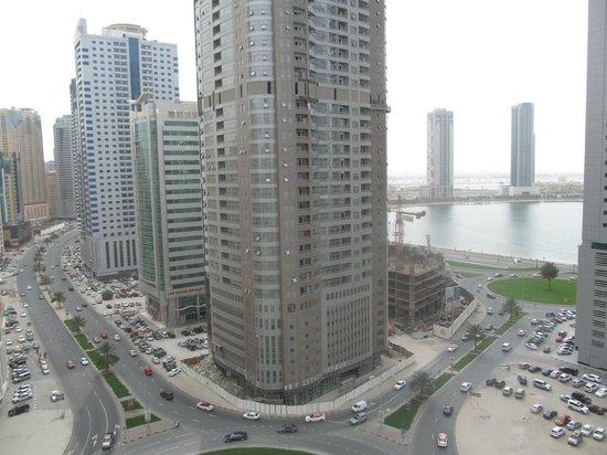 Aryana Hotel: Вид на залив из окна номера