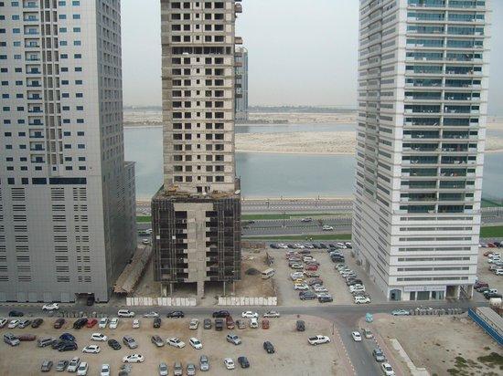 Aryana Hotel: Вид на залив из окна номера (2)