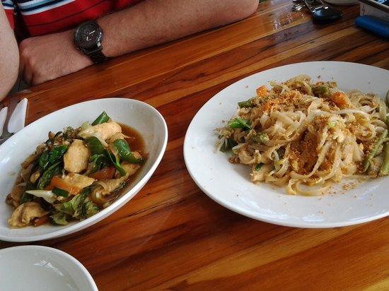 Rosella Fusion Restaurant : pad lao and lemongrass chicken