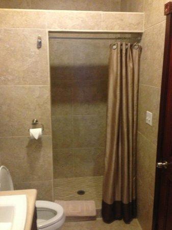 A Belizean Nirvana : Shower