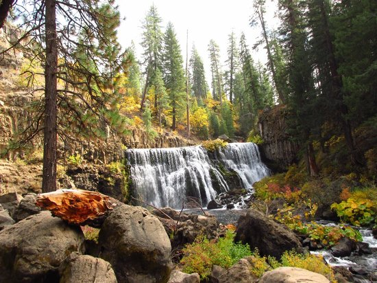 McCloud Hotel: The Middle McCloud Falls - super hiking