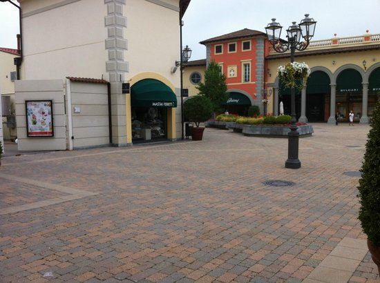 Serravalle Designer Outlet : at the shopping centre