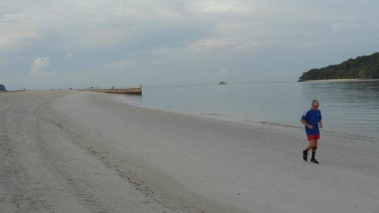 Meritus Pelangi Beach Resort & Spa, Langkawi: Beach view