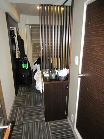 Shinjuku Prince Hotel: looking from door into room
