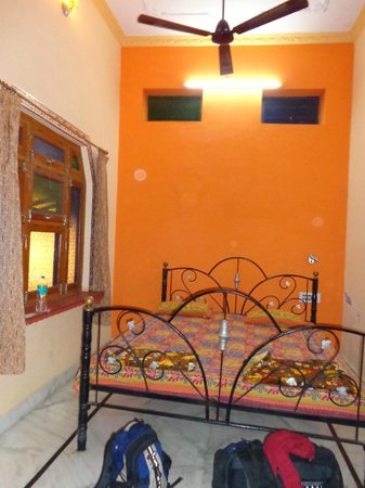 Shivam Tourist Guest House : Deluxe Double Room