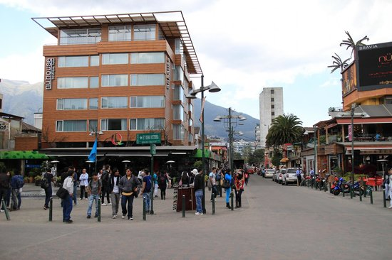 Plaza Foch : Juan Valdez Coffe Shop and a Hotel