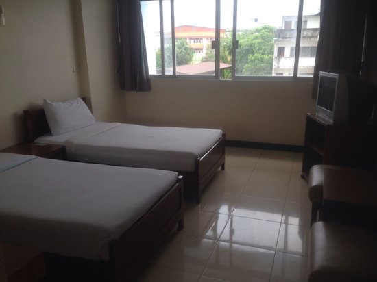 Tapee Hotel: Typical twin room for 550 B