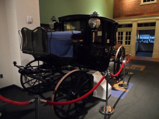 Tennessee State Museum : Olde tyme car