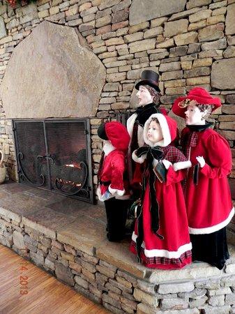 Music Road Resort Hotel: Fireplace