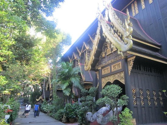 Wat Phra Kaeo (Temple of the Emerald Buddha): Attractive Lanna Architecture