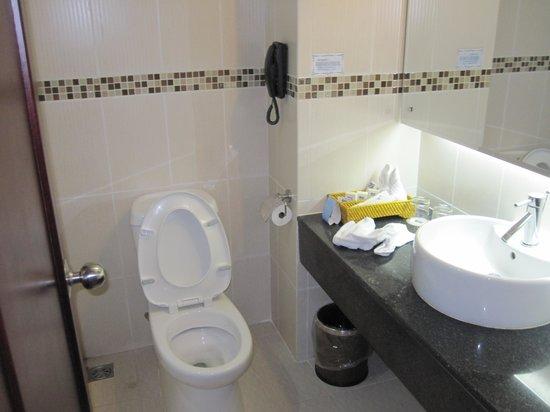 Mondial Hotel Hue: Bath