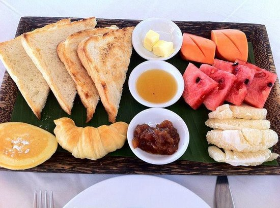 Navutu Dreams Resort & Wellness Retreat : Breakfast platter for two... Awesome daily breakfast!!