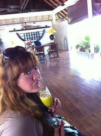 Navutu Dreams Resort & Wellness Retreat : The Delicious passion and mango fruit smoothie!!