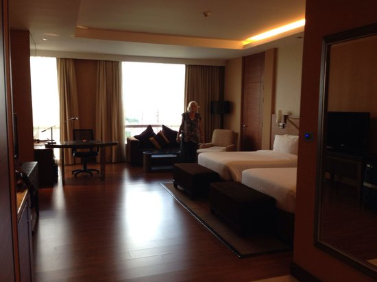The Grand Fourwings Convention Hotel: Huge room