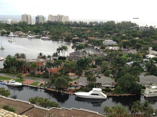 Pier Sixty-Six Hotel & Marina: view of coastal waterway