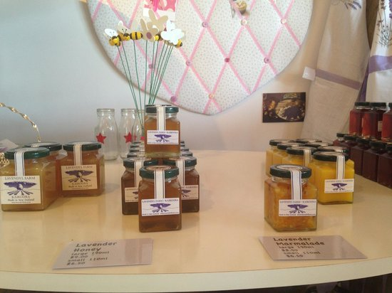 Dylans Country Cottages: honey from the shop