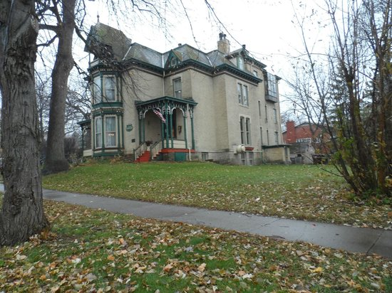 The Historic Inn on Ramsey Street: Classic Rosewood Inn
