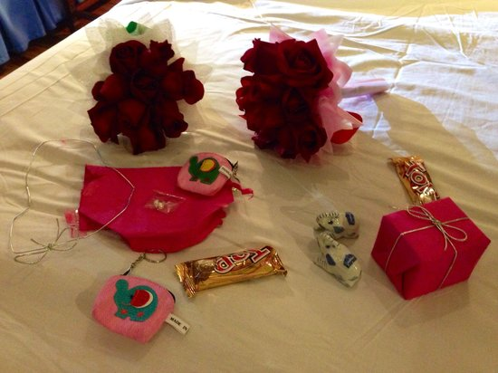 Empress Hotel: Presents from the hotel given during a complementary dinner