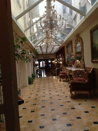 Hotel Belle Epoque: Lobby level