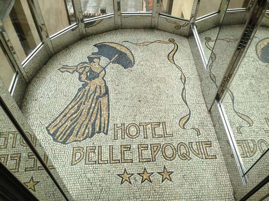 Hotel Belle Epoque: Cute elevator floor