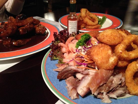 Tony's Lord Nelson Restaurant: seafood platter and ribs