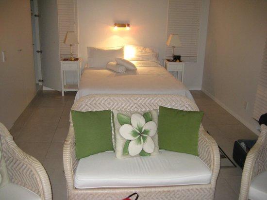 Makayla Palms: Bed alcove