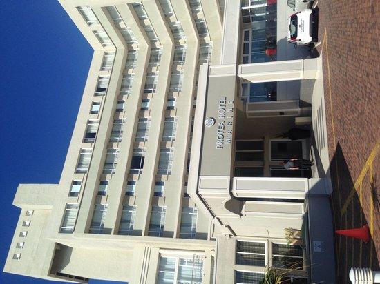 Protea Hotel by Marriott Port Elizabeth Marine: Facade of hotel