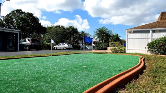 Villas at Fortune Place: Putting Green