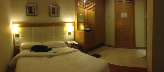 Crown Garden Hotel: Small superior room