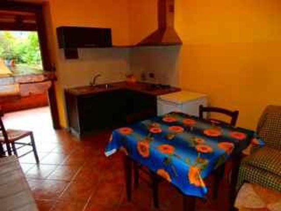 Locanda Settecamini: Entrata con vista della cucina