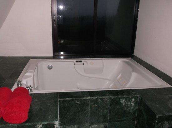 Grand Oasis Cancun: hot tub