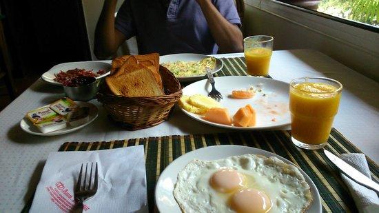 Ann's Residency: Complimentary Breakfast