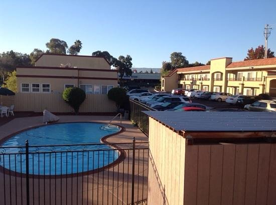Best Western Inn Santa Clara: L shaped property with small pool