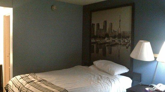 Super 8 Guelph: room