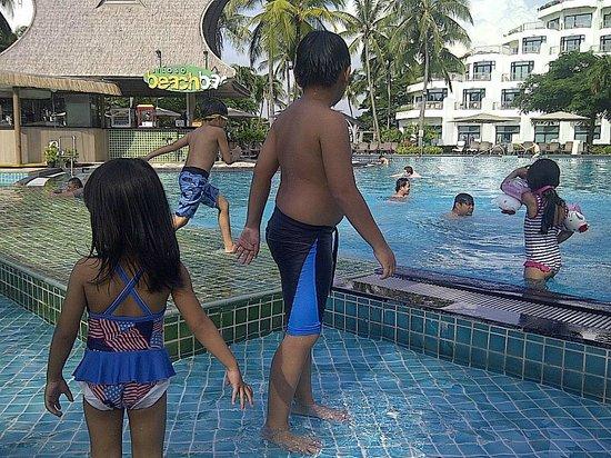 Shangri-La's Rasa Sentosa Resort & Spa: Great Pool for kids