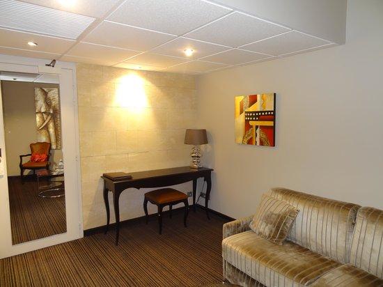 Plaza Madeleine & Spa: salon de la chambre
