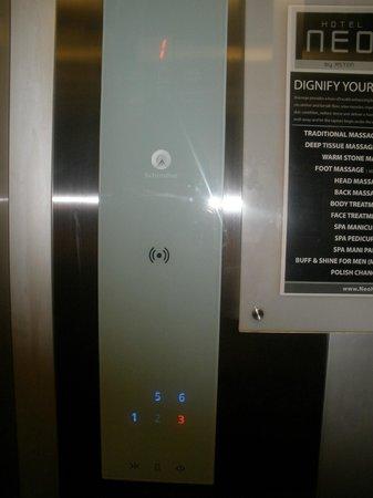 Hotel Neo Kuta Jelantik : Touchpad in the elevator.