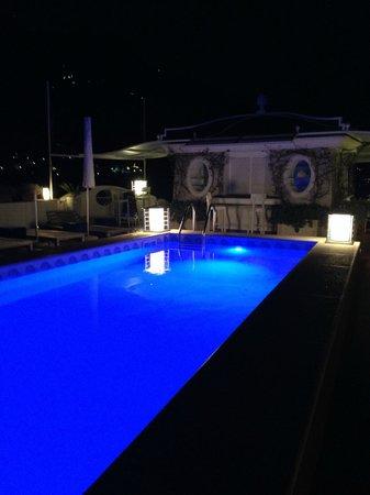 Hotel Villa Franca: Rooftop pool area