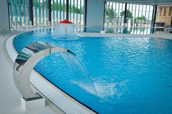Essentuki, Rusia: Плавательный бассейн с детской зоной и джакузи.
