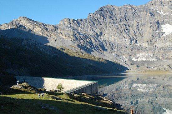 Auberge de Salanfe: Le lac et le barrage de Salanfe