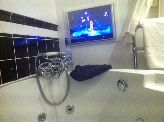 Broadoaks Country House: View from the tub in one of the lodges !