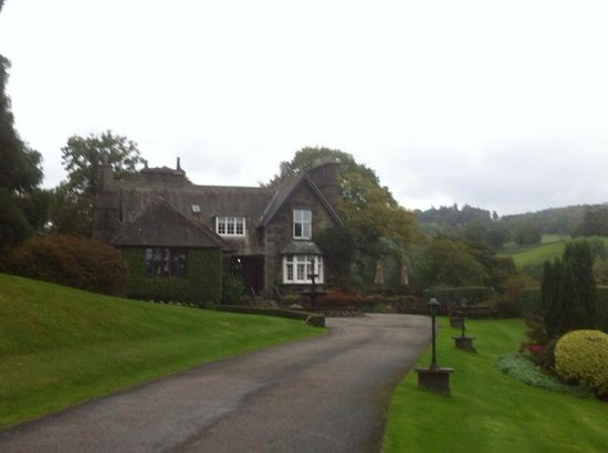 Broadoaks Country House: Stunning walk up from the lodge