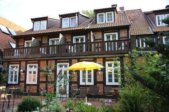 Hotel Garni St. Georg: Gartenterrasse
