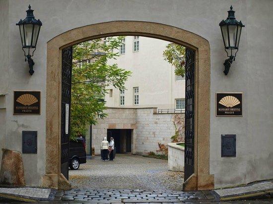 Mandarin Oriental, Prague : EntréS principale de l'hôtel