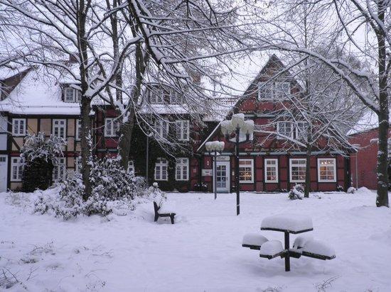 Hotel Garni St. Georg: Hotel im tief verschneiten Winter