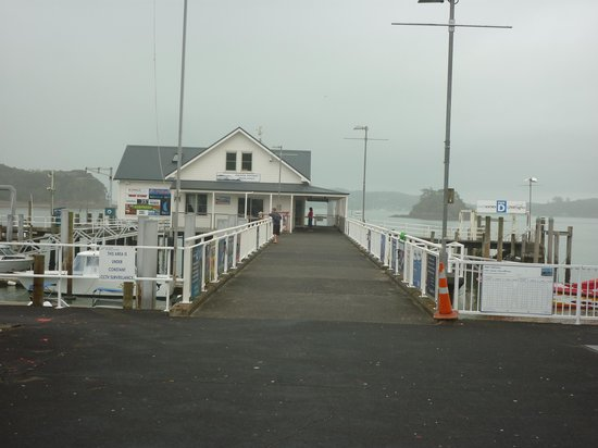 Russell Museum : Paihia wharf, Russell in distance